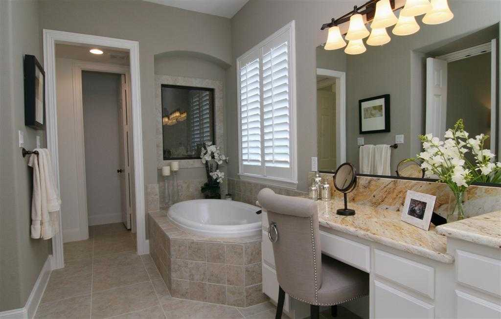 New home plan 926 in prosper tx 75078 for Pictures of master bathrooms in new homes